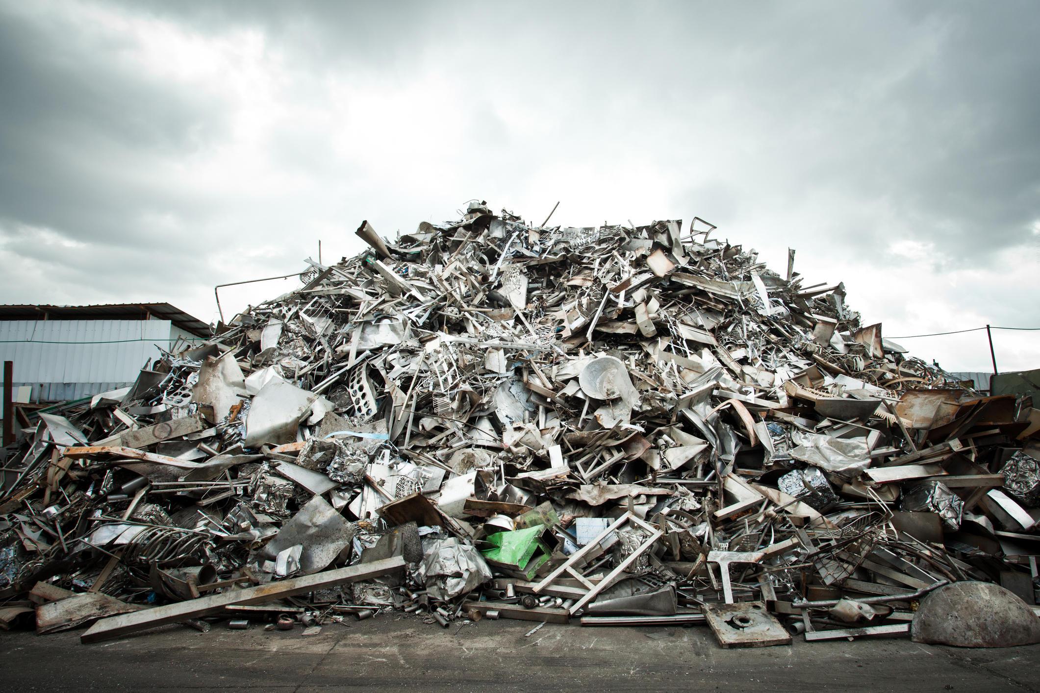 25317888-pila-de-aluminio-de-chatarra-para-su-reciclaje